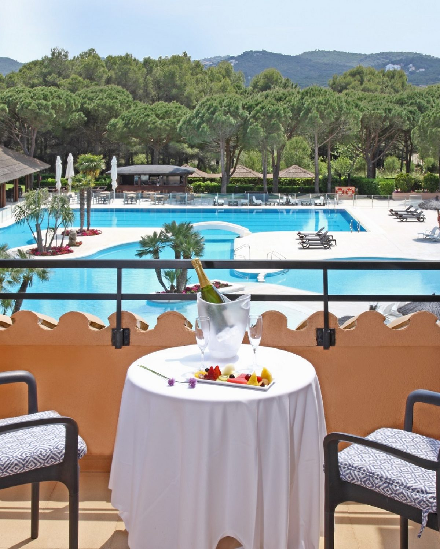 terraza hotel la costa pals