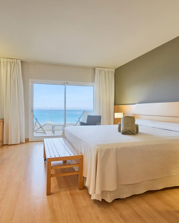 detalle-habitacion-hotel-terraza-roses