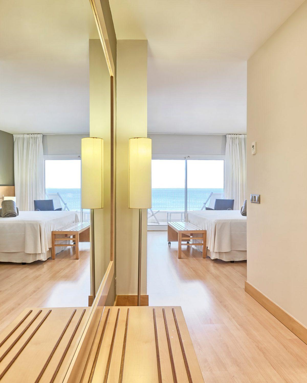 habitacion-hotel-terraza-roses